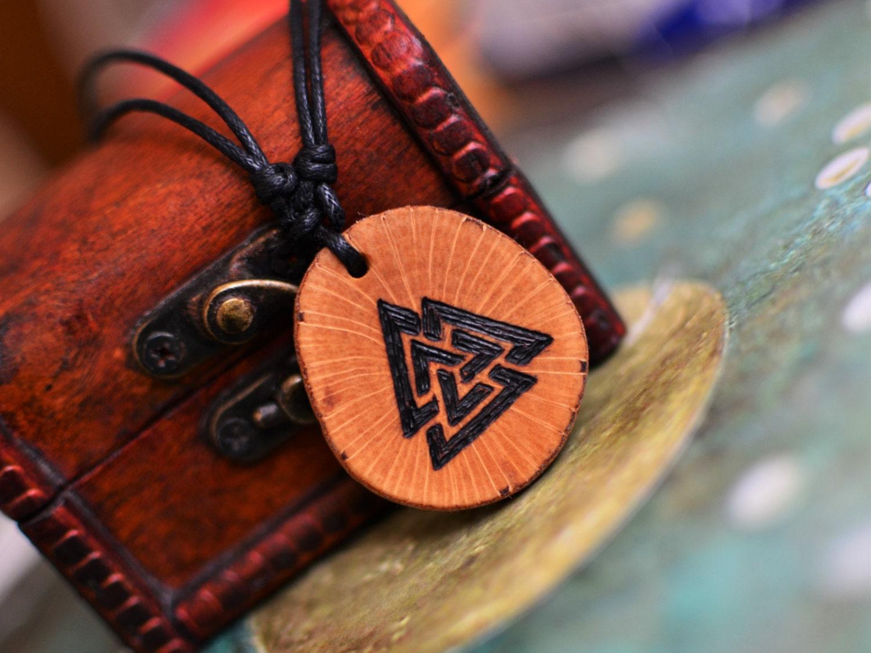 valknut pendant viking necklace odin 39 s symbol norse runes. Black Bedroom Furniture Sets. Home Design Ideas