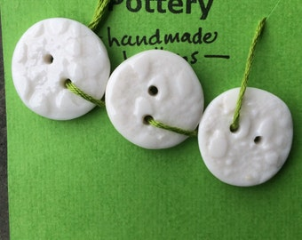 Set of 3 white porcelain buttons