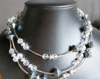 Necklace transparent with grey three-part