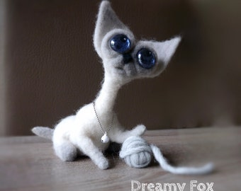 Needle felted cat.