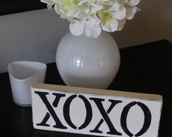 XOXO: Hugs an Kisses Distressed Wood Sign