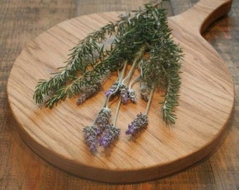 In solid oak wood cutting board
