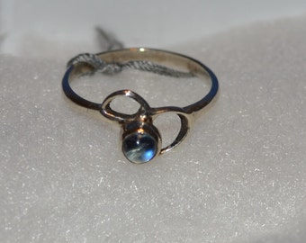 R010 Vintage Solid Sterling Silver Round Moonstone Cabochon Ring - Size 5.5