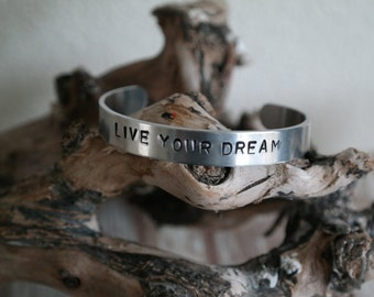 """Bracelet with text """"Live your dream"""""""