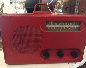 Antique Metal Detrola Tube Radio