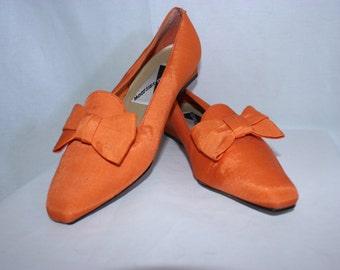 Vintage orange bow kitten heel shoes