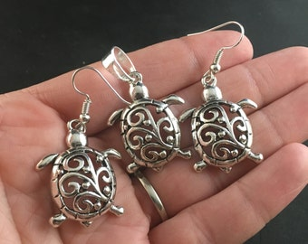 Beautiful Turtle and Swirl Pendant and Earrings Jewelry Set