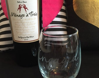 Engaged etched wine glass •available in reguslr or stemless•