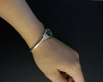 Cuff bracelet with mother of pearl shell