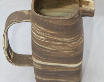 Pitcher square ceramic