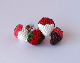 Chocolate Dipped Strawberry Ring