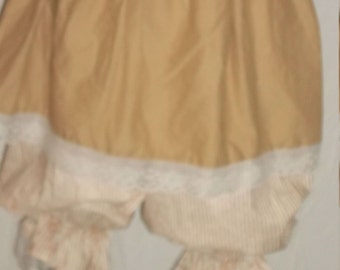 Plus short skirt in tea stain cotton with off white lace