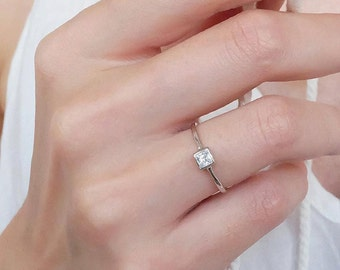 classic solitaire square ring, solitaire ring, geometric jewelry, geometric ring, silver square ring, minimalist ring, minimal jewelry