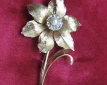 Vintage Boucher Narcisus Cultured Pearl and Damond Rhinestones Brooch with Goldtone Finish