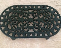 Vintage French enamel cast iron trivet , Green oval cast iron ornate trivet, retro french kitchen decor