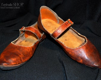 Medieval shoes Poulaine. Woman boots Middle Ages. Leather shoes for historical festivals.