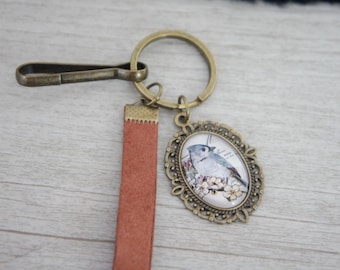 Keychain with  vintage cabochon. A really cute charm with a vintage picture of bird. Really girly.  The perfect as a Mori jewelry. Keychain.