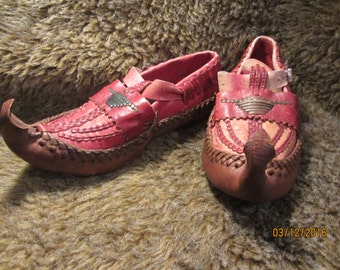 Vintage handmade leather costume viking renaissance pointy toe fairy bohemian moccasins shoes Size 6  *free shipping*
