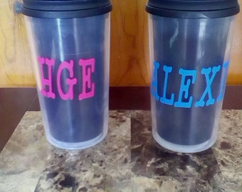 Monogrammed plastic drinking cup with lid