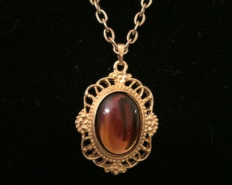 Vintage amber and gold pendant necklace