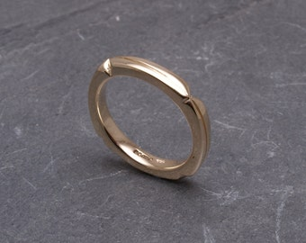 Unusual 9ct gold ring