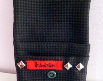 Cigarette case with rivets