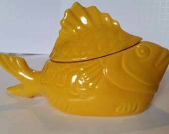 Vintage Canary Yellow Chicken of the Sea Tuna Baker & Salad Server made by Hollydale Pottery.