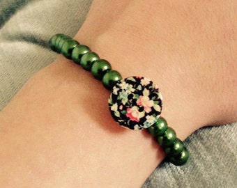 Green bead and button bracelet