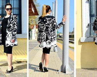 Blazer with abstract black and white concentric circle pattern