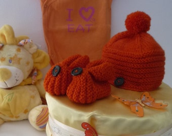 Yellow diapercake with orange hand-knitted hat and shoes - Centerpiece for baby shower
