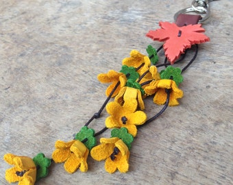Flowers leather keychain with high quality materials.