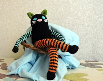 "Knitted Kitty ""Šušunâ"""