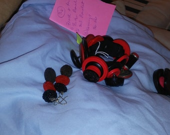 2 bracelet, w/ earrings of red and black vintage and comtemporary  button,