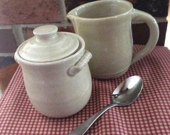 Creamer and sugar set