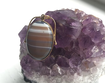 14k gold and agate pendant