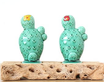 Cacti Salt and Pepper Shakers with Wood Base - Vintage - Ceramic Cactus - Made in Japan - Cactus Decor - Vintage Kitchen - Meinko