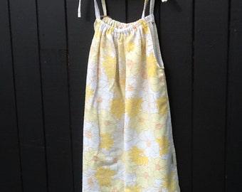 Sunny yellow retro print dress