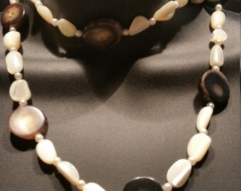 Mother of Pearl and Natural Agate vintage necklace