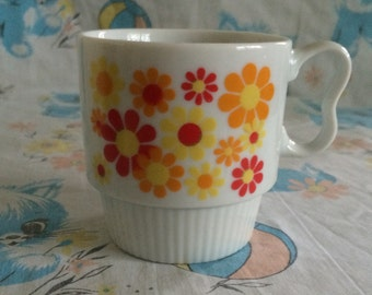 Retro floral stackable cups - Vintahe 1970's red orange and yellow flowers