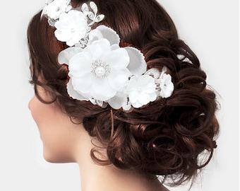 HAIR ACCSORRY.Crystal & pearl detail flower headpiece. Wedding. Bridal Hair Piece. Bridesmaid. Bride