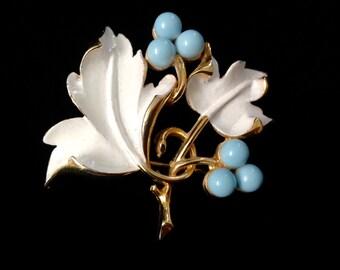 Charming Vintage Sarah Coventry White Leaf Brooch