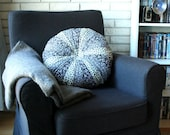 Round floral b/w pillow