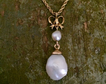 Antique natural pearls and gold bow necklace