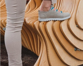 Eco sneakers with futuristic laces