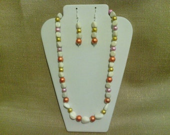 253 Howlite Stone and Miracle Glass Beads Beaded Necklace