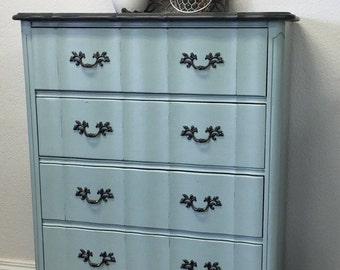Vintage French Provincial Painted Dresser