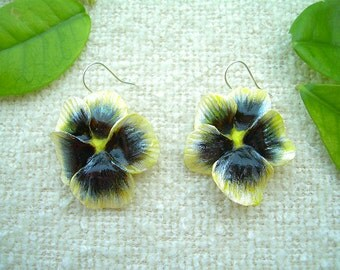 Earrings with yellow pansies