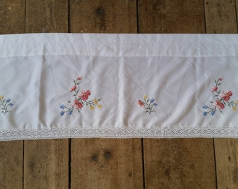 """Vintage Embroidered White and floral Curtain topper. Vintage lace embroidered window curtain. 49 x 16""""."""