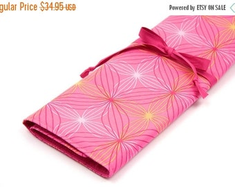 Sale 25% OFF Large Knitting Needle Case - Wireframe Pink - 30 pink pockets Limited Edition