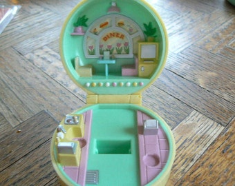 Vintage Polly Pocket 50's Diner Bluebird Toys 1991 compact only